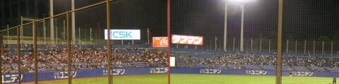 試合開始1時間近く前の外野席比較