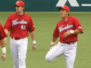 フィオ外野手&石井琢朗内野手