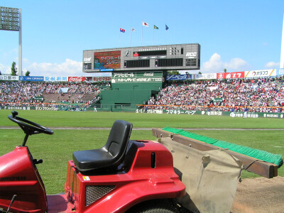聖地にて03/1塁側内野指定席フェンス際から望む試合開始約1.5時間前の外野席風景