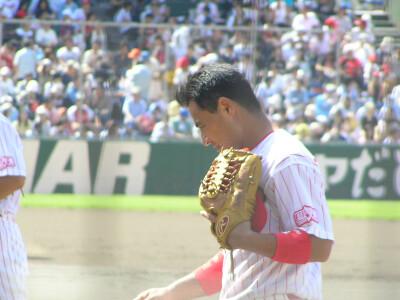 聖地にて08/試合前の前田智徳さん、外野から戻る