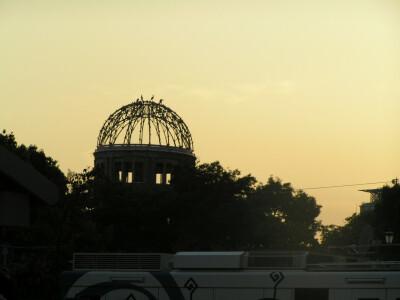 聖地にて20/球場正面玄関付近から撮影した原爆ドーム@夕刻