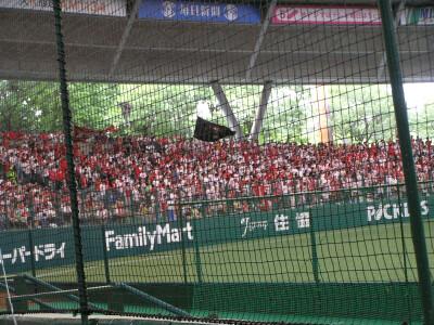 例によって大応援団で赤・白に染まる三塁側外野席@西武ドーム
